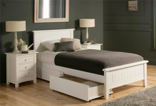 Single White Wooden Bed @ HomeHighlight.co.uk